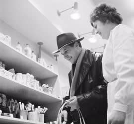 Kereskedelem - Új illatszerbolt