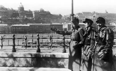Német megszállók a Duna-korzón