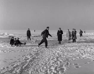 Üdülés - Dolgozók téli üdülése a Balatonon