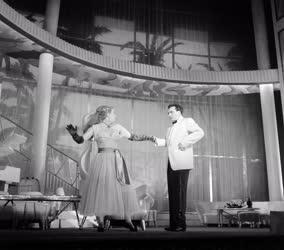 Kultúra - Valahol délen a Fővárosi Operettszínházban