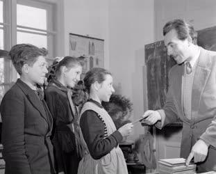 Oktatás - Félévi bizonyítványosztás Bogádon