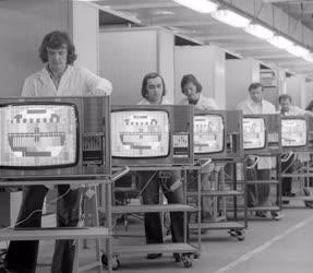 Ipar - Elektronika - Színes tévégyártás a Videotonban