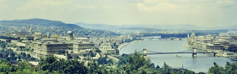 Városkép - Látkép a budai várról és a Lánchídról