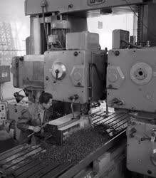 Ipar - Ifjúsági brigád a Wilhelm Pieck Vagon-és Gépgyárban
