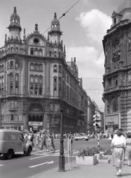 Városkép - Forgalom a Felszabadulás téren