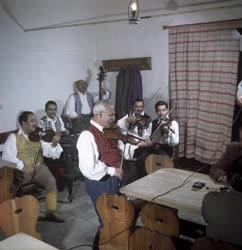 Kultúra - Népi zenekar a Hortobágyi Csárdában