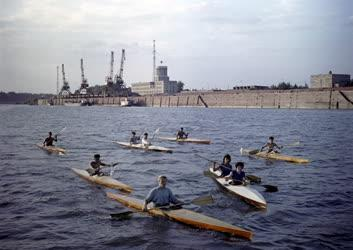 Sport - Kajakosok Sztálinvárosnál