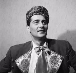 Kultúra - Opera - Kövecses Béla operaénekes