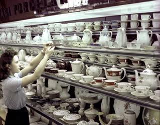 Belkereskedelem - Porcelánt árusító üzlet