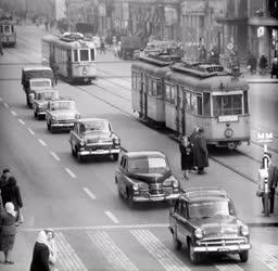 Közlekedés - Városkép - Forgalom a fővárosi Rákóczi úton