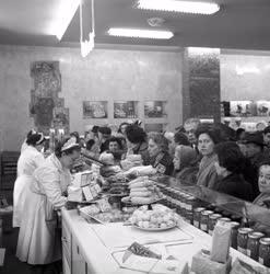 Kereskedelem - Megnyílt az ország legnagyobb élelmiszer üzlete