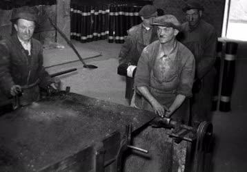 Építőanyag-ipar - Kátránypapír gyártása a Bien Gyárban
