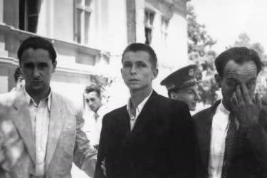 Bűnügy - A Batizfalvy-gyilkos előállítása