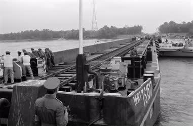 Honvédelem - Vasúti uszályhíd bemutatója