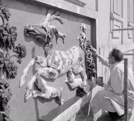 Szobrászat - Csúcs Ferenc szobrász restaurál