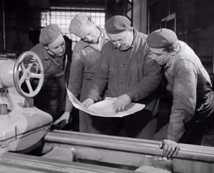 Ipar - A Ganz Darugyár Új Élet szocialista brigádja