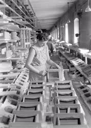 Ipar - A  Pécsi Porcelángyárban