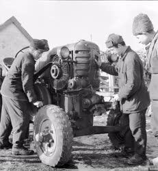 Oktatás - Traktorvezetői tanfolyam a Szentmártonkátai Gépállomáson