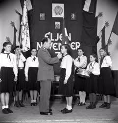 Belpolitika - Úttörőavatás a NOSZF 33. évfordulóján