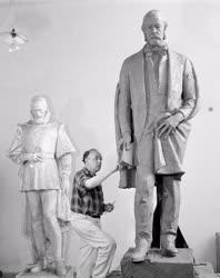 Szobrászat - Smetana szobor készítése