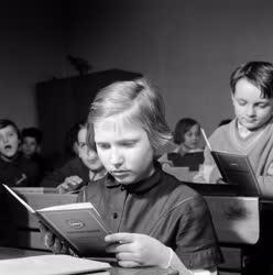 Oktatás - Félévi bizonyítványosztás
