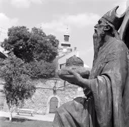 Kultúra - Városkép - A székesfehérvári püspökkút
