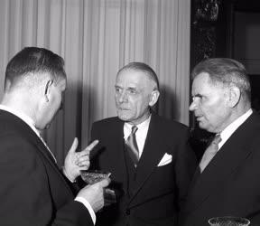 Külkapcsolat - Diplomáciai vezetők fogadása