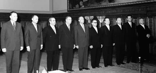 Belpolitika - A Kádár-kormány kinevezése