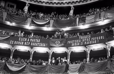 Kultúra - Román művészegyüttes előadása a Nemzeti Színházban