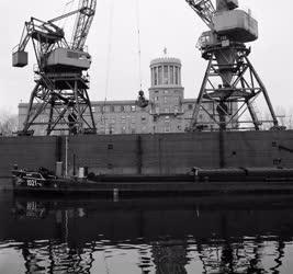 Ipar - Közlekedés - Ősz a dunaújvárosi kikötőben