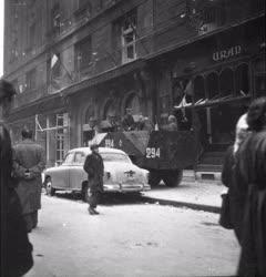 Ötvenhat emléke - Szovjet páncélozott jármű az Astoriánál