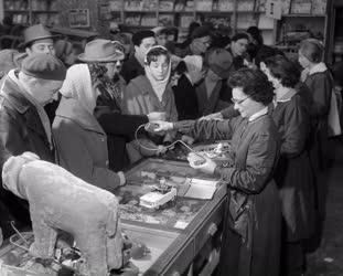 Kereskedelem - Ezüstvasárnapi vásárlás