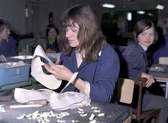 Ipar - Oktatás - Tanulóműhely az Endrődi Cipőgyárban