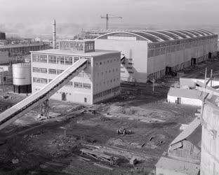 Ipar - Vegyipar - Új műtrágyaüzem Szolnokon