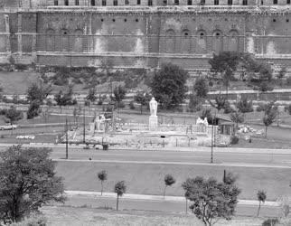 Kultúra - Városkép - Épül a Dózsa György-emlékmű Budapesten
