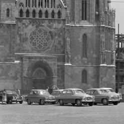 Idegenforgalom - Budai Vár - Parkoló autók