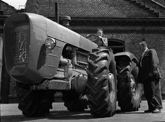 A szerző válogatása - A Vörös Csillag Traktorgyárban