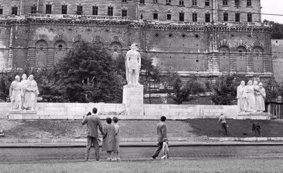 Szobrászat - Dózsa György-szobor a Vár alatt