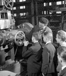 Ipar - Úttörők a Ganz-MÁVAG Mozdony-, Vagon- és Gépgyárban