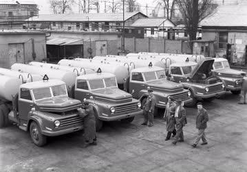Járműipar - A Csepel Autógyár új tartályautói
