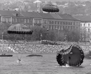 Belpolitika - Ünnep - Vizi- és légiparádé augusztus 20-án