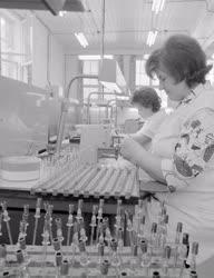 Ipar - Elektrotechnika - Az Adócsőgyárban