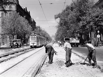 Építőipar - Közlekedés - Vágányfelújítás a Bajcsy Zsilinszky úton