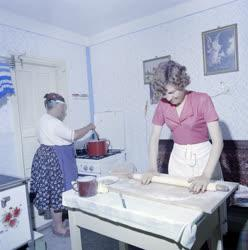 Életkép - Asszonyok a konyhában