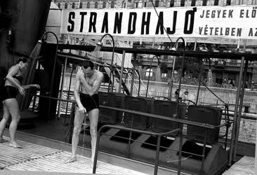 Életmód - Strandhajó a Dunán