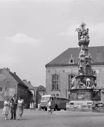 Turizmus - Német turisták a Szentháromság téren