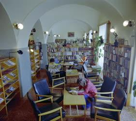 Kultúra - Olvasók a paksi könyvtárban