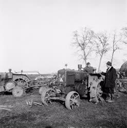 Mezőgazdaság - Földművelés - Termelőszövetkezeti gépek a