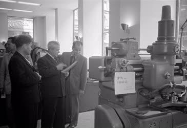Gépipar - Új gépbemutató-terem
