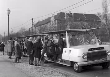 Közlekedés - MÁVAUT mikrobusz Budapesten